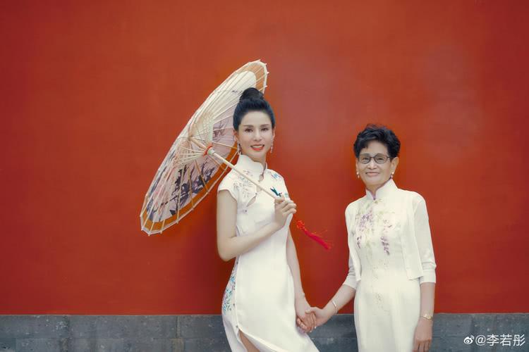 仙女本仙了!李若彤自曝至今仍用20年前的尺寸定旗袍