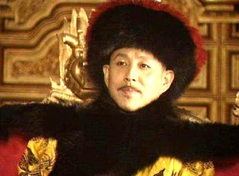 本有机会直接当皇后,却被亲爹与干爹坑惨,12年后康熙亲自封后