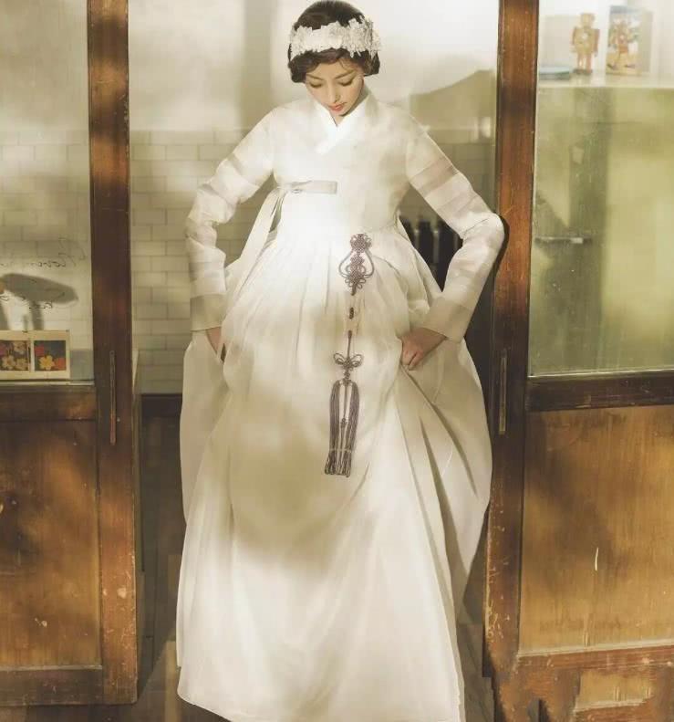 本以为韩服、和服改成婚纱已经够美,看到婚纱版汉服,彻底被征服