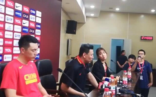 李楠引热议!中国男篮12人名单最大争议点找到,他第一次当队长