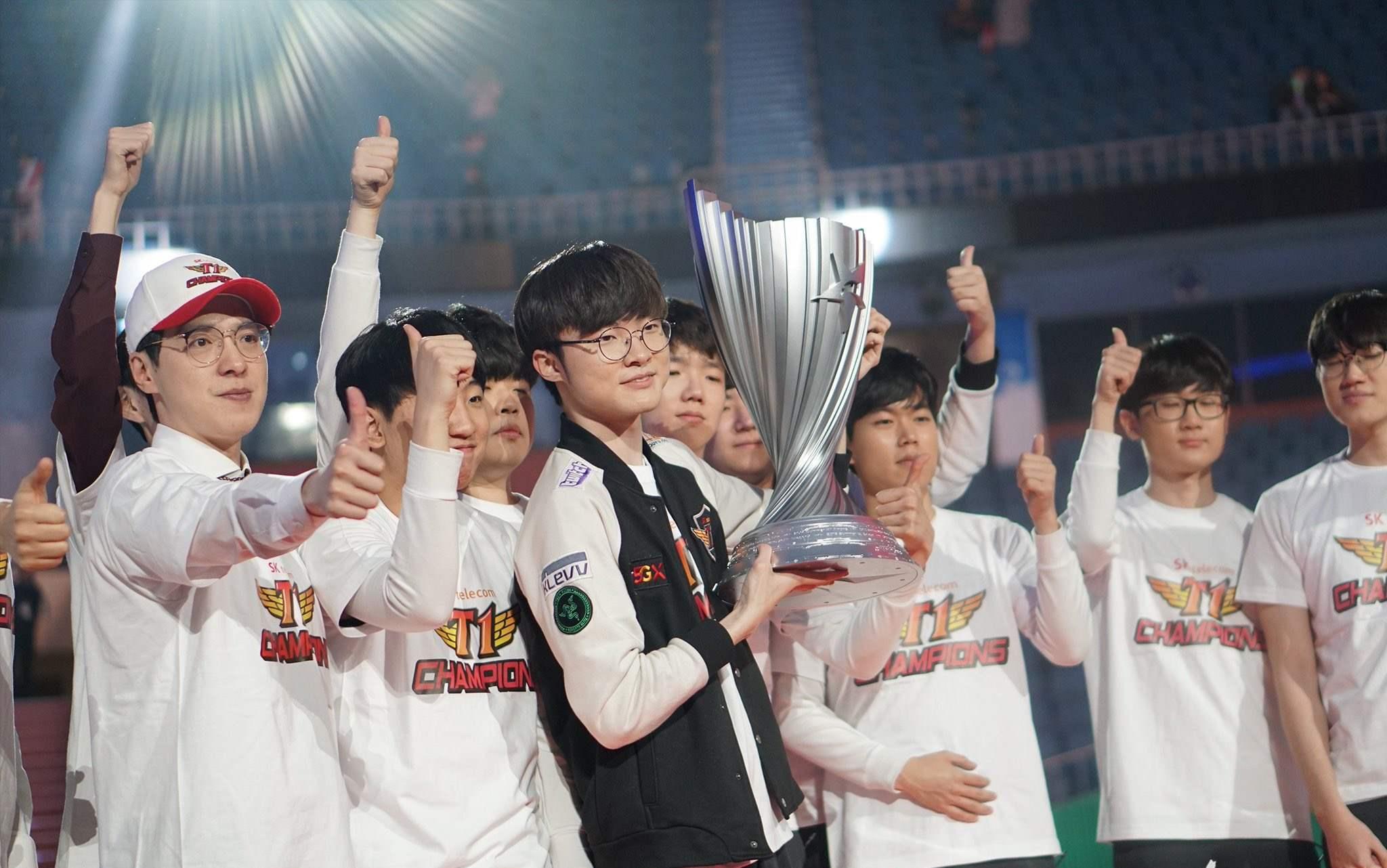 SKT一串四夺冠,RNG能够一串三打败FPX夺冠么?