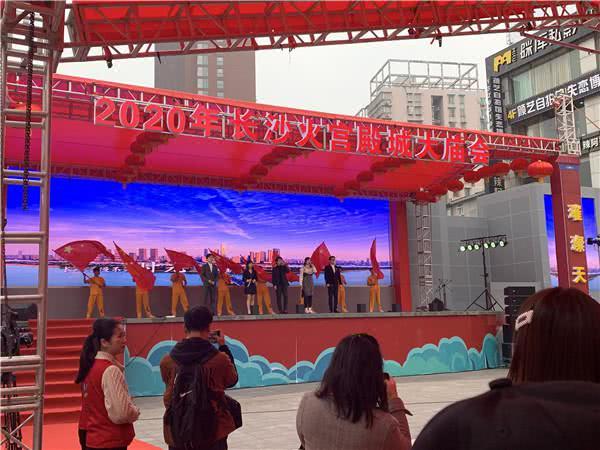 2020年长沙火宫殿城大庙会启幕,外国友人也来逛中国庙会