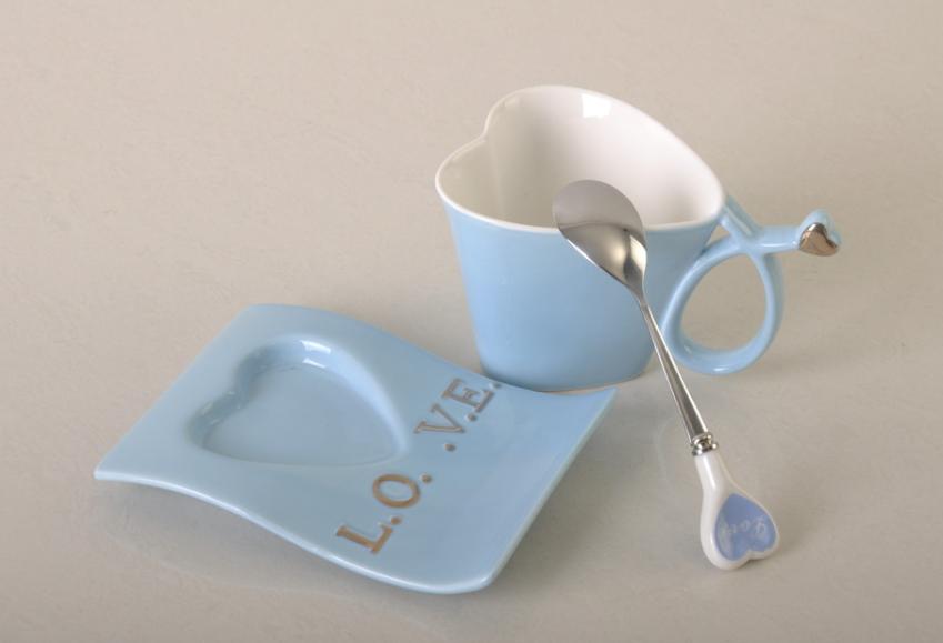 <b>心理测试:办公室茶水间,你会选择哪个杯子喝水?测你的情商</b>