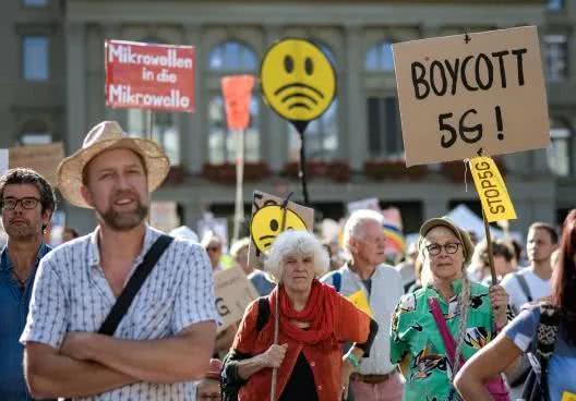 瑞士民众抵制5G被谁煽动?小区边的5G基站,真的对人有害吗?