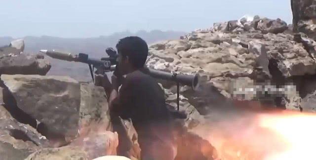 有钱人就是怕死?胡塞武装奇袭一天险,沙特士兵丢下武器成群逃跑