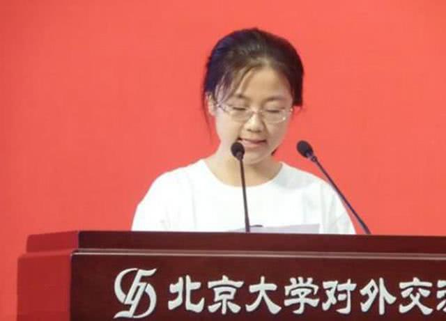 拒绝港大72万奖学金,她退学复读;再次高考,结果又是状元!