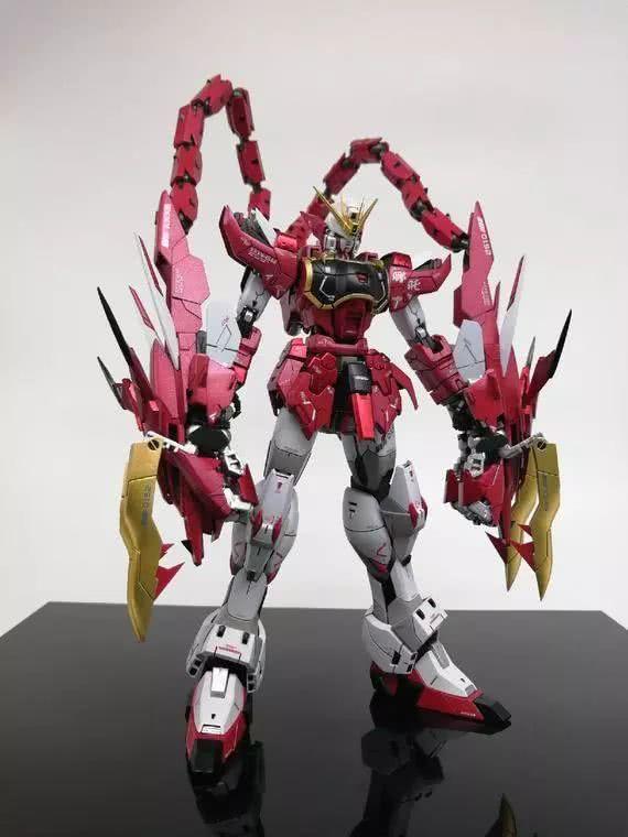 模玩控:MG 1/100比例 超新星红龙高达