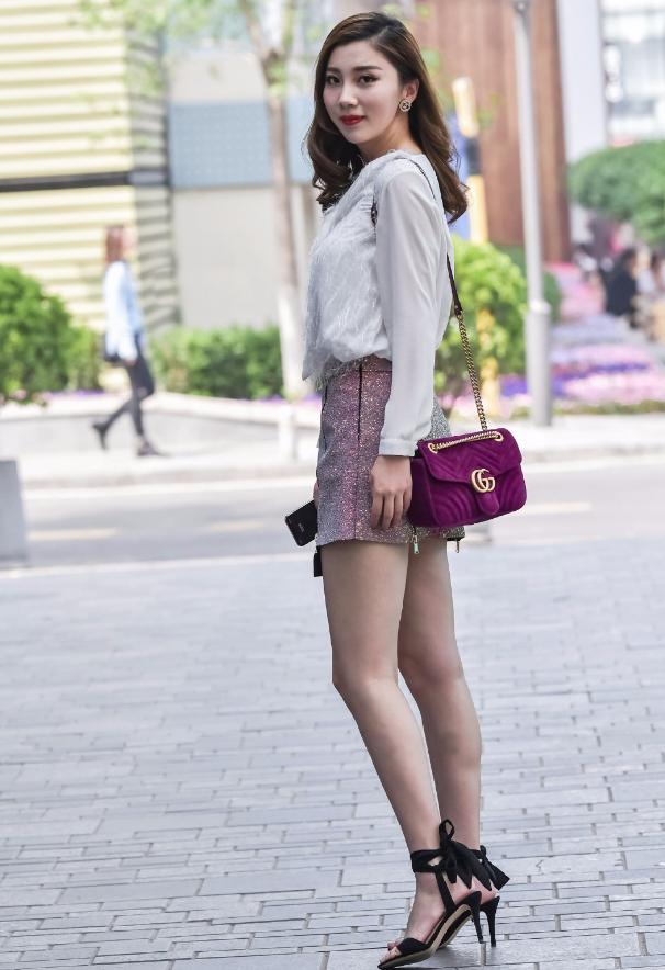 """8月这款""""炫彩玻璃裙""""要火,走一步就换一种颜色,成炸街必备!"""