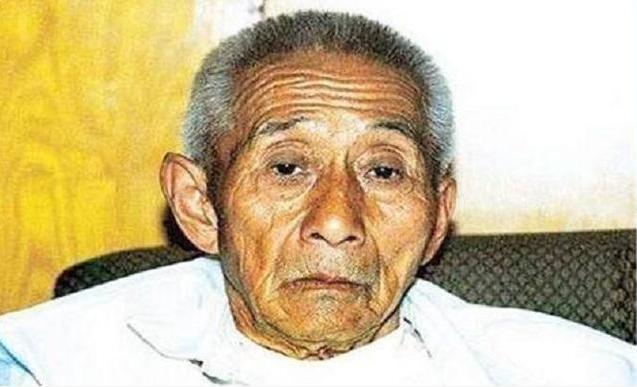<b>老农可怜日本伤兵将其收养,47年后老农儿子去日本,受到啥待遇</b>