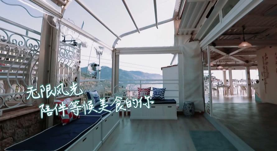 《中餐厅3》正式首播,杨紫拎着行李箱轻松下楼,力量担当无疑了