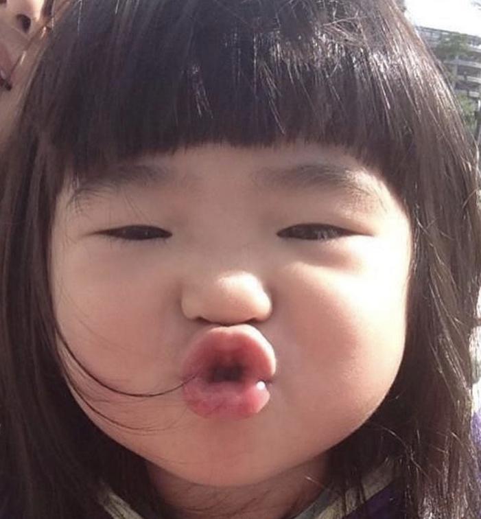 曹格女儿九岁生日照,姐姐长大像变了人,完美继承妈妈好基因