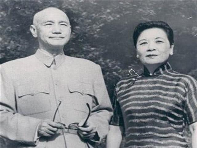 宋美龄吃饭时喜欢做一件事,常常让客人很难堪,蒋介石却无福消受!