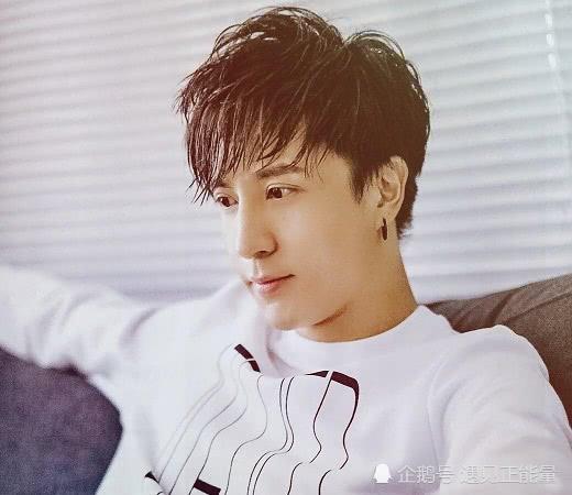 他是华语乐坛推新歌最频繁的歌手,对音乐的执着与认真让人敬佩
