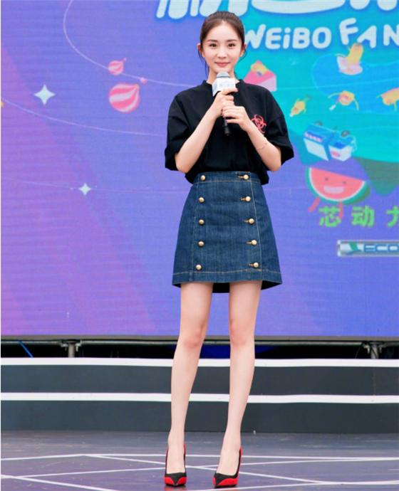 杨幂为什么不喜欢穿裤子?看到她罕见穿裤子的照片:瞬间懂了!