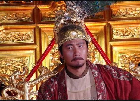 朱元璋出上联:老子天下第一,大臣说出下联,皇帝:拖出去斩首