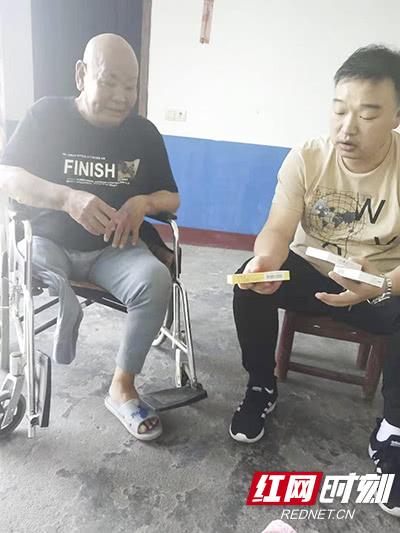 建军节,长沙年轮骨科医院回访抗战老兵