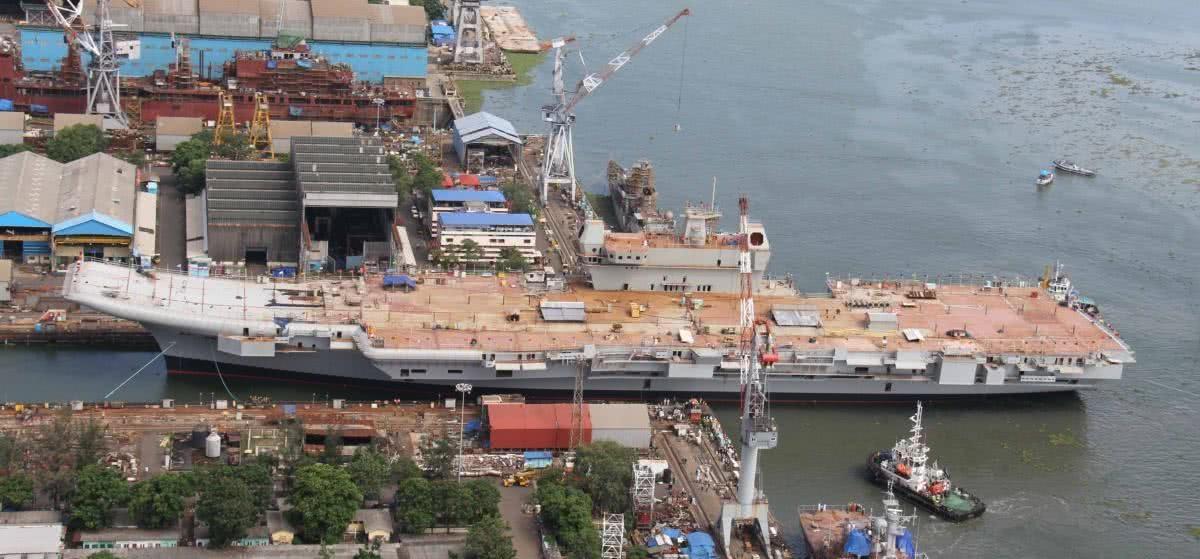 印度船厂传来噩耗,国产航母少装了2台发动机,还没补给舰跑得快
