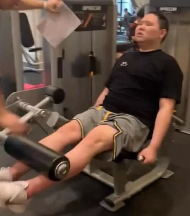 男模养成计划:坚持锻炼健身,pdd要走型男路线?原因令人心疼