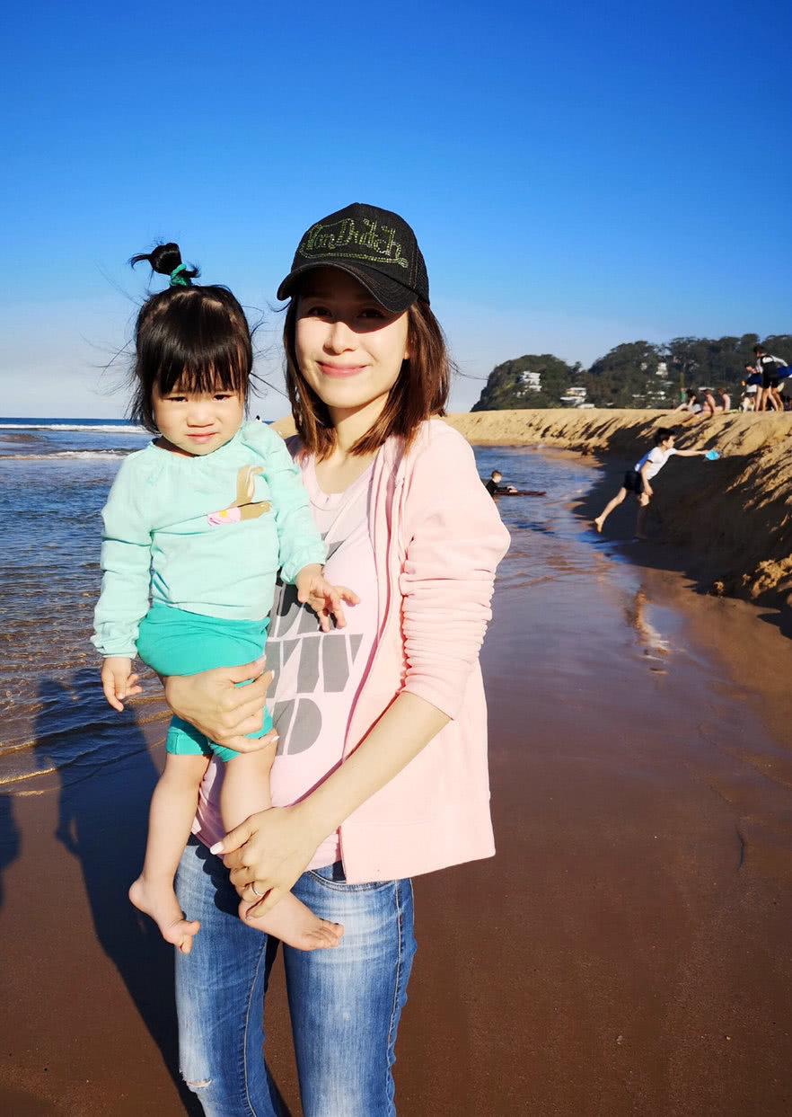 """刘恺威前女友,嫁给富商生三胎后仍很美,43岁似""""冻龄女神"""""""