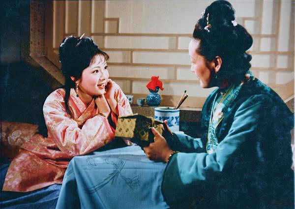 知恩不报非君子,王熙凤和刘姥姥最应该感谢的人是她