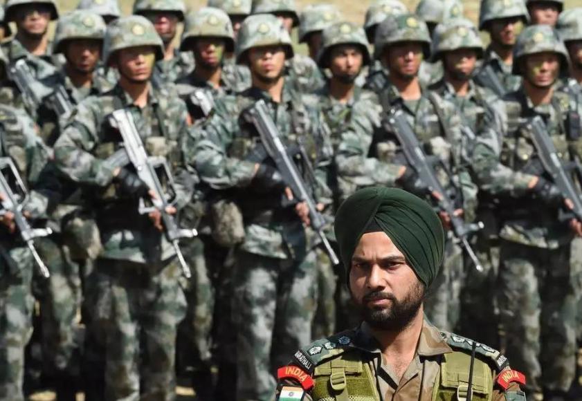 印度集结9万大军,动用集束炸弹猛轰24小时,美国撒手不管巴铁