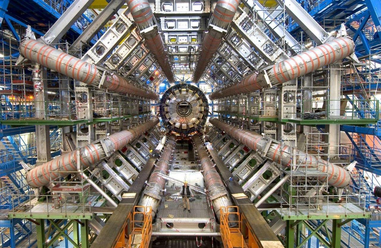 """我国准备建设""""粒子碰撞机"""",为何杨振宁站出来反对?听他怎么说"""