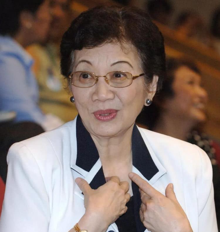 她是外国总统却自称是中国人,多次回国寻根问祖,并以此骄傲自豪