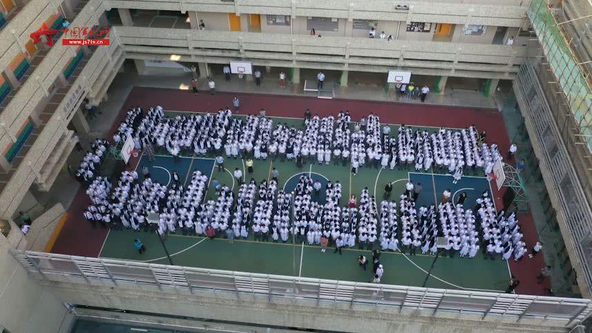 激动!五星红旗在香港升起!
