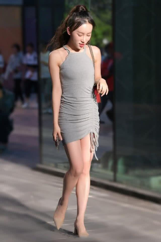 连衣裙展现唯美休闲的味道,让整个人看上去更加优雅大方