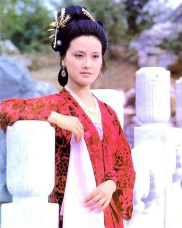 <b>《红楼梦》里王熙凤贪得无厌,是为了女儿巧姐</b>