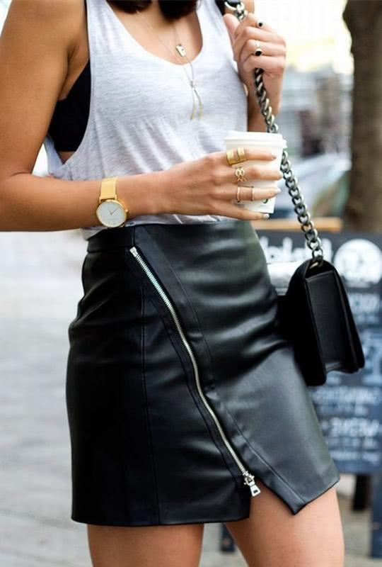 get一条黑色皮裙,女孩也能帅气洒脱,成为气场满分的女神