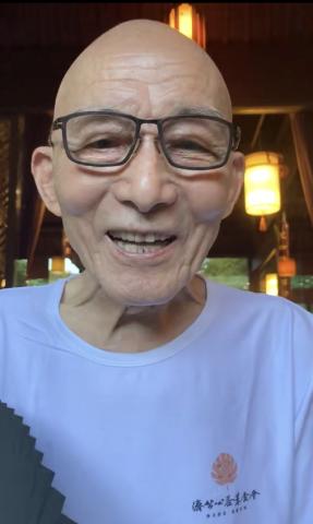 """86岁""""初代济公""""露面,老态龙钟仍精神矍铄,从演员变知名网红"""