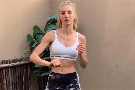 学习健身达人5个弹力带动作,让背部、肩膀和手臂得到充分的锻炼