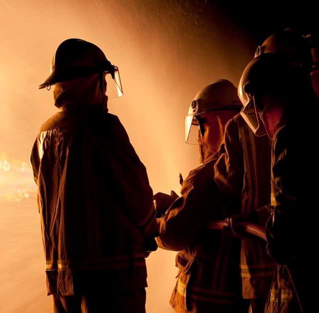 澳消防员扑救森林大火时多次对年轻女同事实施犯罪,被揭发