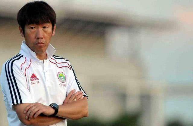 他执教国足的成绩远超里皮,因不受足协信任沦落中甲,让球迷惋惜