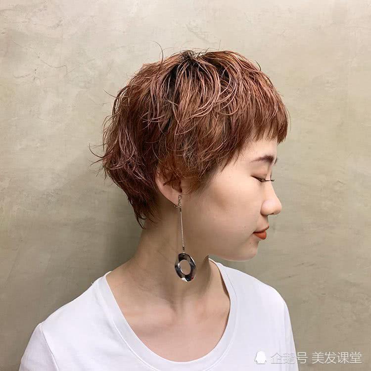 漂亮的短发女生,气质绝佳,清爽可爱