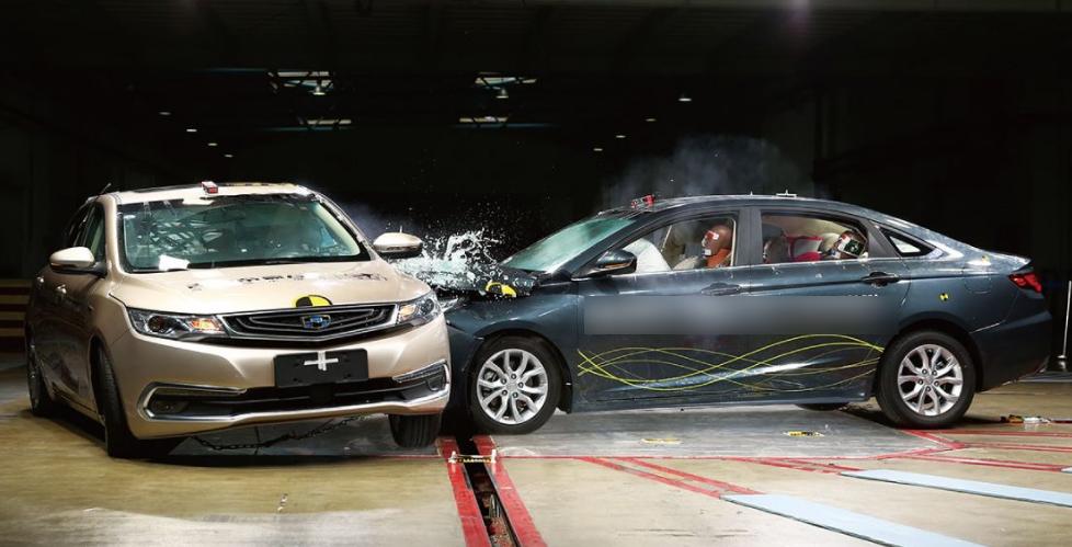 金属保险杠比塑料的更安全?一场车祸揭开遮羞布:老司机都被打脸