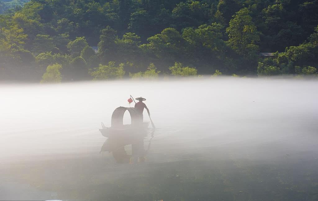 湖南人想藏起来的胜地:小东江,薄雾初上,美成山水画!