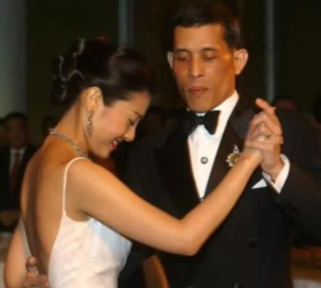 <b>泰王第三任妻子西拉米真的美吗看完这些珍藏的照片,你就明白了</b>