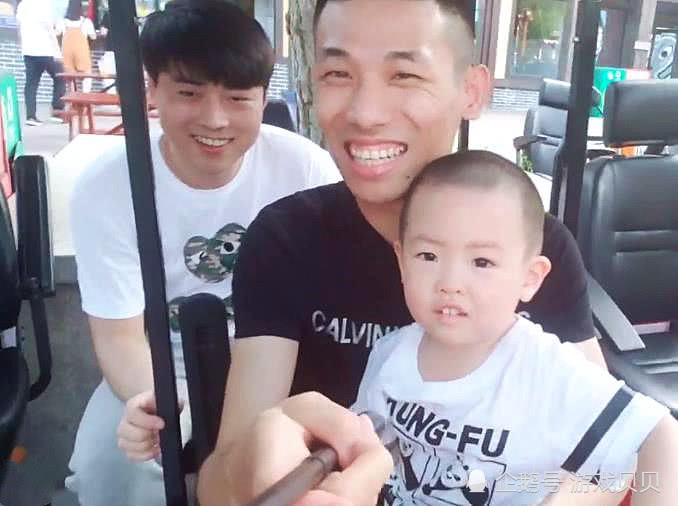 旭旭宝宝秀:停播几天,水友发现宝哥一个细微的变化!