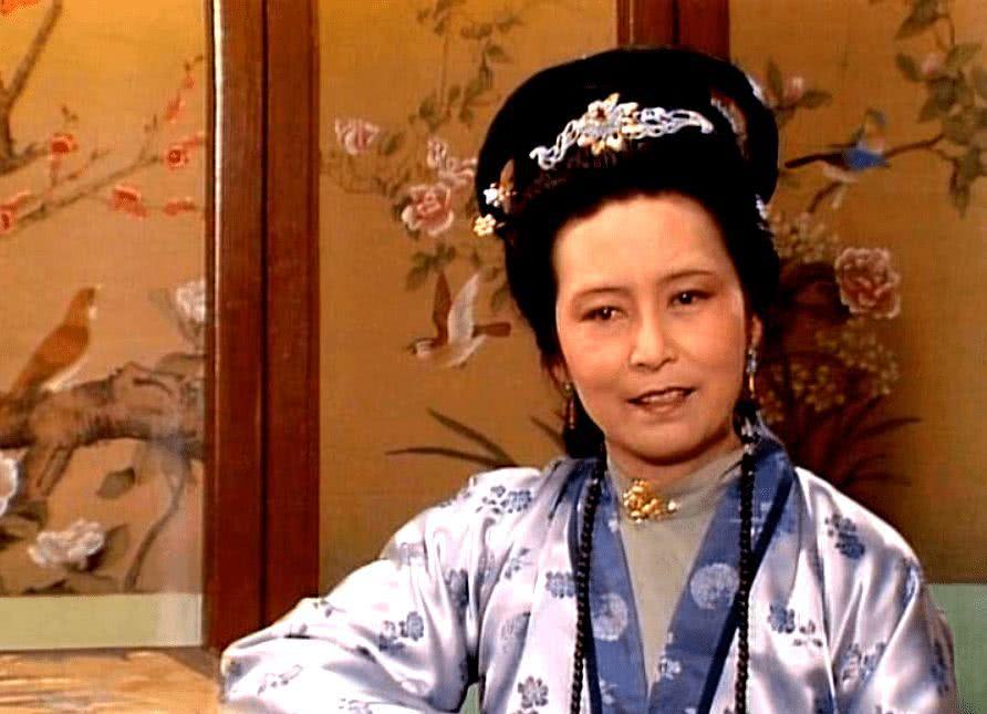 《红楼梦》中王夫人的诰命级别高,还是邢夫人的诰命级别高?