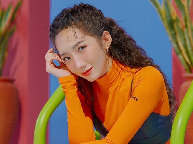 <b>火箭少女单曲造型:杨超越哪吒头,孟美岐泡面头,她成了初恋脸!</b>