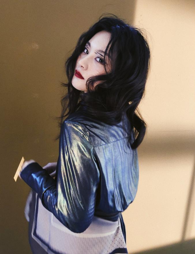 《唐人街探案》的天才少女KIKO,玩滑板晒手上的伤,她太酷了