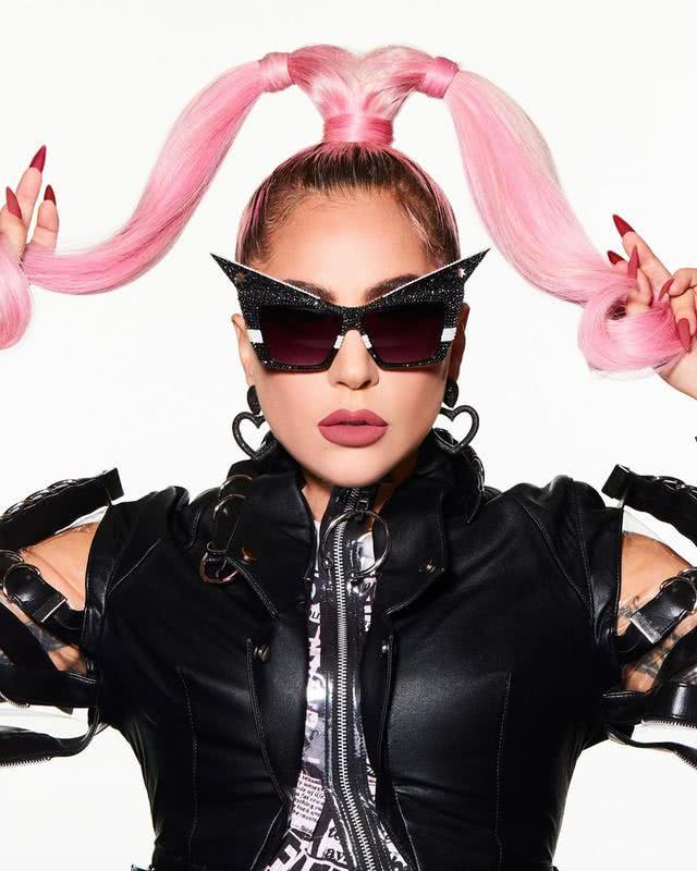 女神卡卡变粉红女战士,造型色彩刺眼又怪诞,时隔三年高调回归