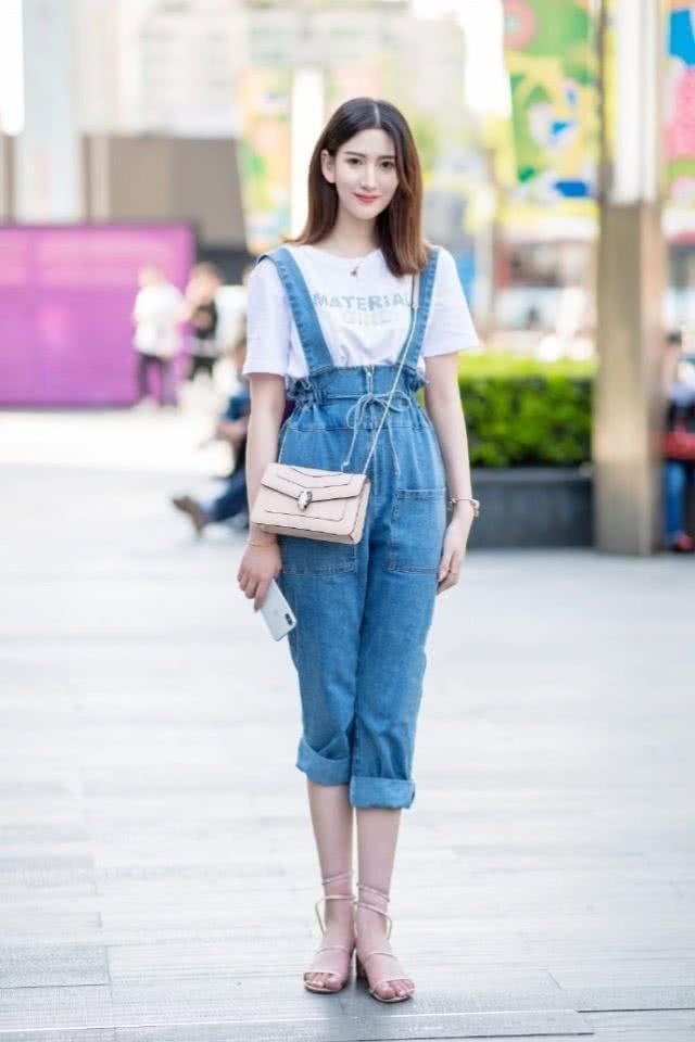 帅气大方的牛仔裤搭配,青春活力的感觉,也很有时尚淑女的品味