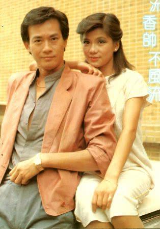 翁美玲生前与郑少秋合作的《夹心人》剧照,这对情侣没有一点CP感