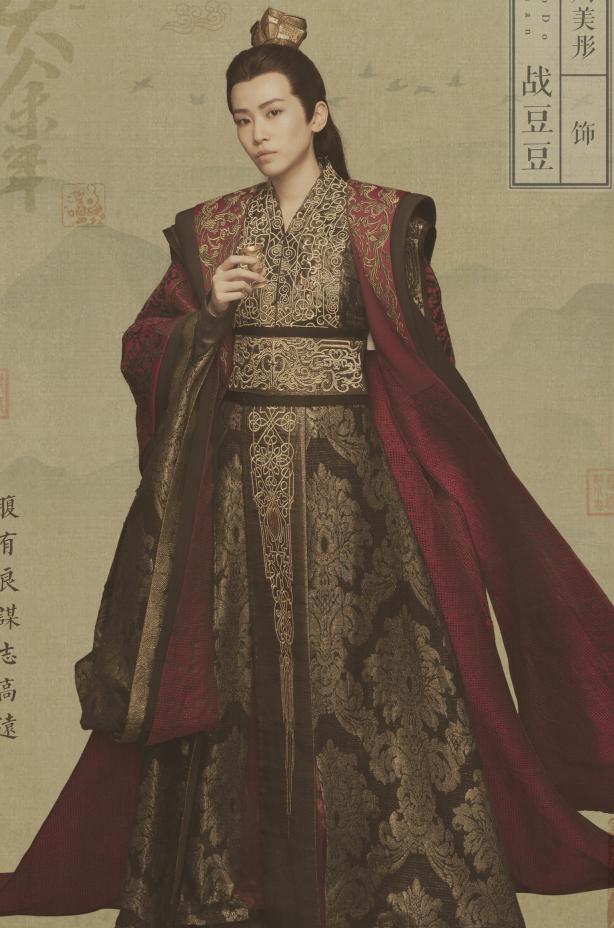 《庆余年》唯一一个扮男装的女生,23岁穿高跟鞋配黑丝,特霸气