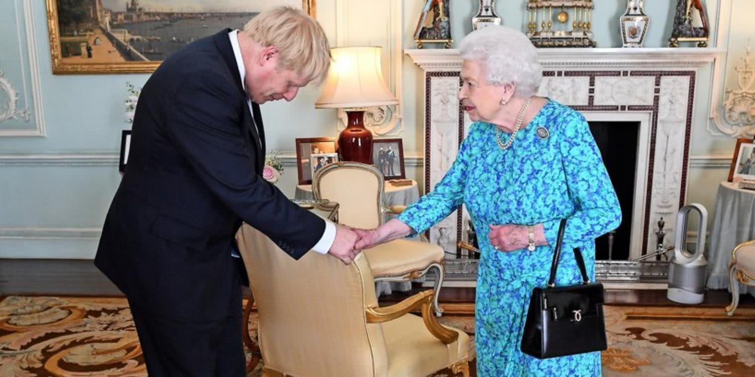 英国新首相参见女王,梅根与凯特照片却惹争议