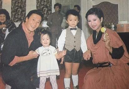 谢霆锋妈妈,65岁仍打扮得像少女一样,一点也不显年龄