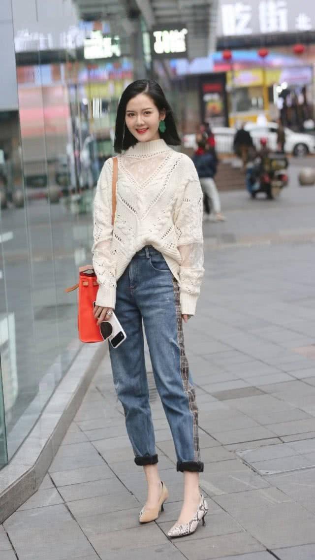 <b>上身挺括有型很显美丽大方,牛仔裤搭配给人眼前一亮的感觉</b>